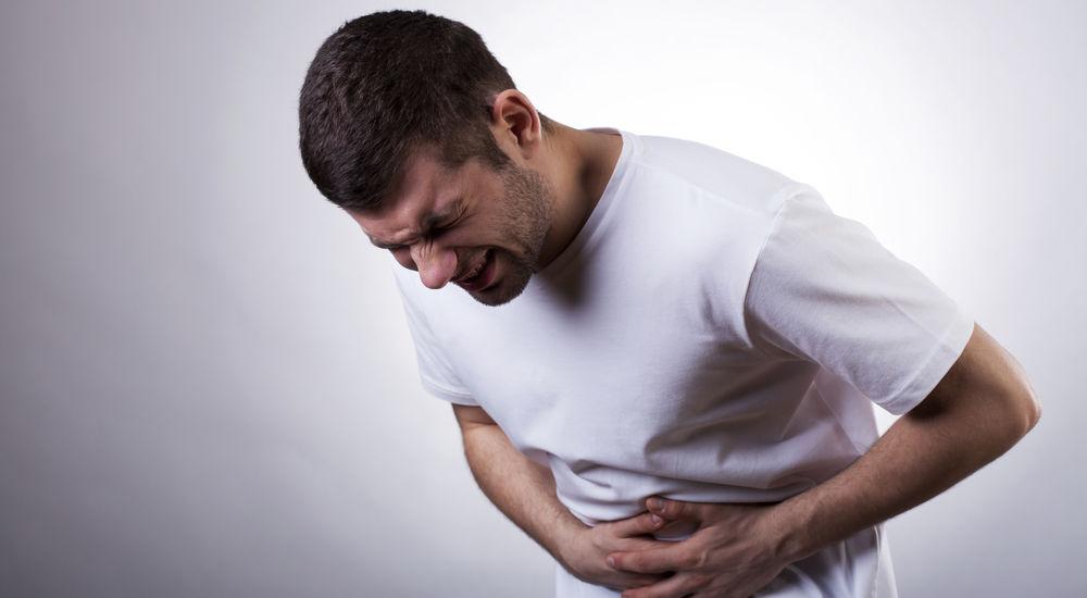 Надорвал живот: симптомы у мужчин, лечение