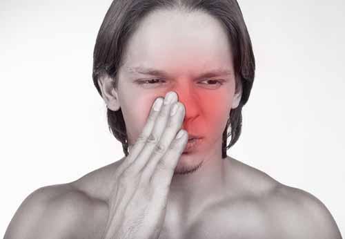 Что делать при ушибе носа у взрослого и ребенка как быстро вылечить опухоль